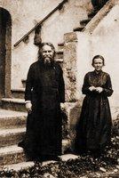 Свящ. Сергий Булгаков и Ю. Н. Рейтлингер. Фотография. Кон. 20-х — нач. 30-х гг. ХХ в.