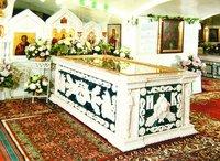 Надгробие над мощами прав. Иоанна Кронштадского в Иоанновском мон-ре в С.-Петербурге. Фотография. 2007 г.