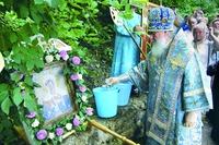 Водосвятный молебен на источнике в Калужке. Фотография. 2011 г.