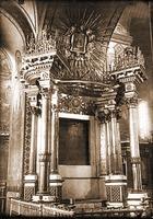 Киот Киево-Братской иконы Божией Матери в Богоявленском соборе. Фотография. 1935 г.