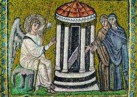 Жены-мироносицы у Гроба Господня. Мозаика ц. Сант-Аполлинаре Нуаво в Равенне. До 526 г.