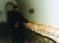В монастырской костнице