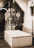 Рака на месте захоронения свт. Игнатия (Газадини) в ц. вмц. Екатерины в Мариуполе. Фотография. 1990 г. (ГИМ)